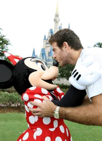 "Juan Martin del Potro FB: ""I Spent an unbelievable weekend at Disney World. I met Minnie!!! Here you have a lovely photo. Now, back to training!!"""